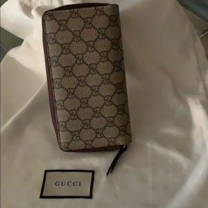 09e1601e6ac Gucci Bags - Gucci wallet with Gold fox